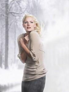 寒い女性2