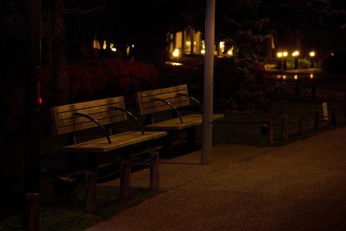 暗いベンチ_ようこそ交際クラブ(デートクラブ)