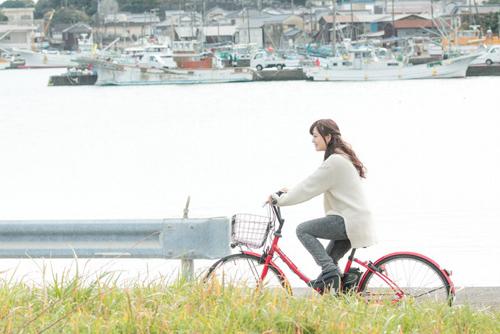 自転車の乗る女性_ようこそ交際クラブ(デートクラブ)